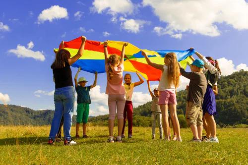 成年人的角色是儿童修复创伤的关键