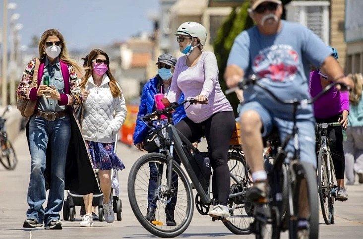距离加州重新开放只剩几天,洛杉矶县的新冠肺炎病例和死亡人数持续下降