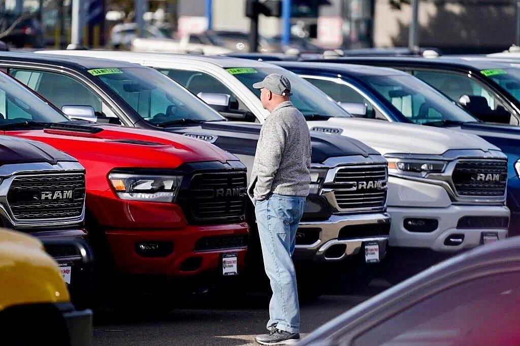 库存低、芯片短缺,新车二手车价格涨不停